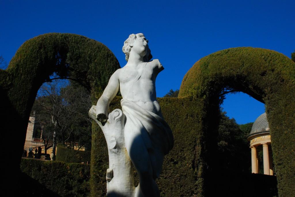 Die Eros Statue im Zentrum des Labyrinths
